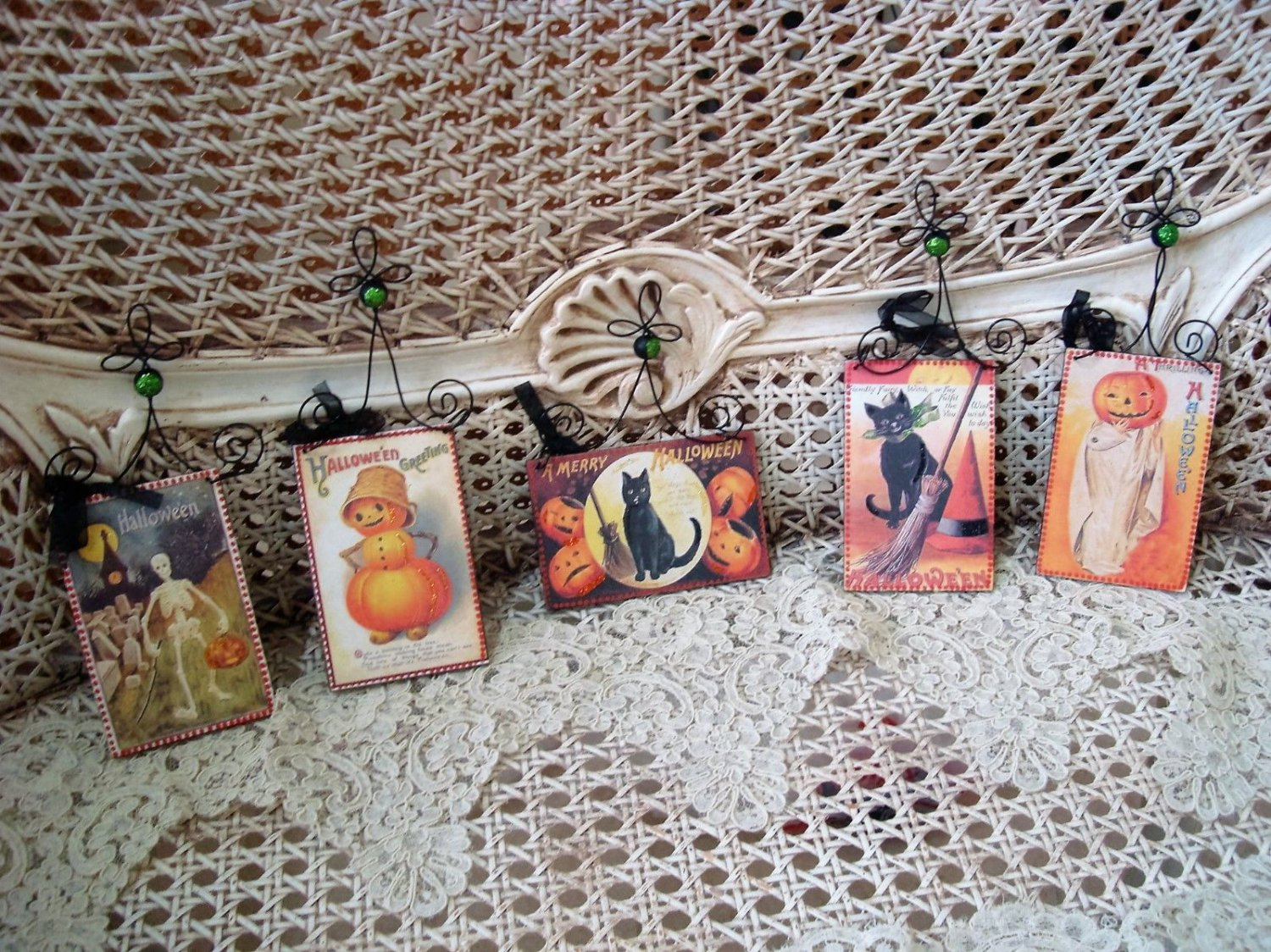 SET OF 5 VINTAGE INSPIRED HALLOWEEN ORNAMENTS POSTCARDS WITH GLITTER **SO CUTE**