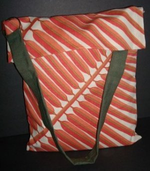 031-Tote Pink/Cream/Green w/ closure front