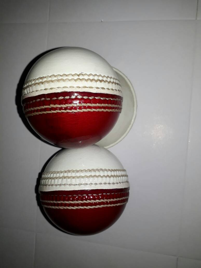 New Red& White 156 GM Conforming to MCC Regulation leather cricket balls pack of 6