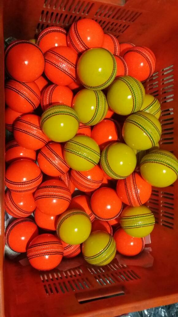 New Orrange& Green 156 GM Conforming to MCC Regulation leather cricket balls pack of 6 for 30 overs
