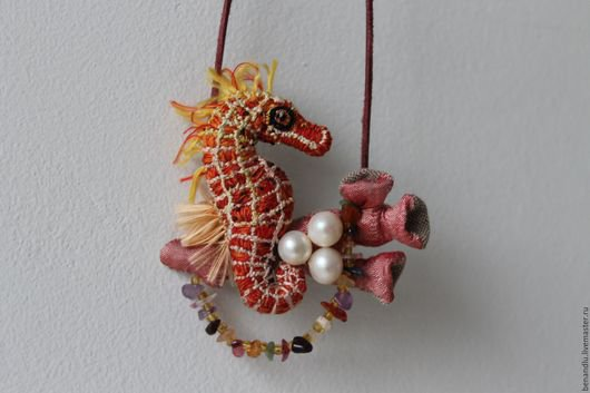 BENANDLU - Embroidered pendant. Seahorse (silk embroidery)