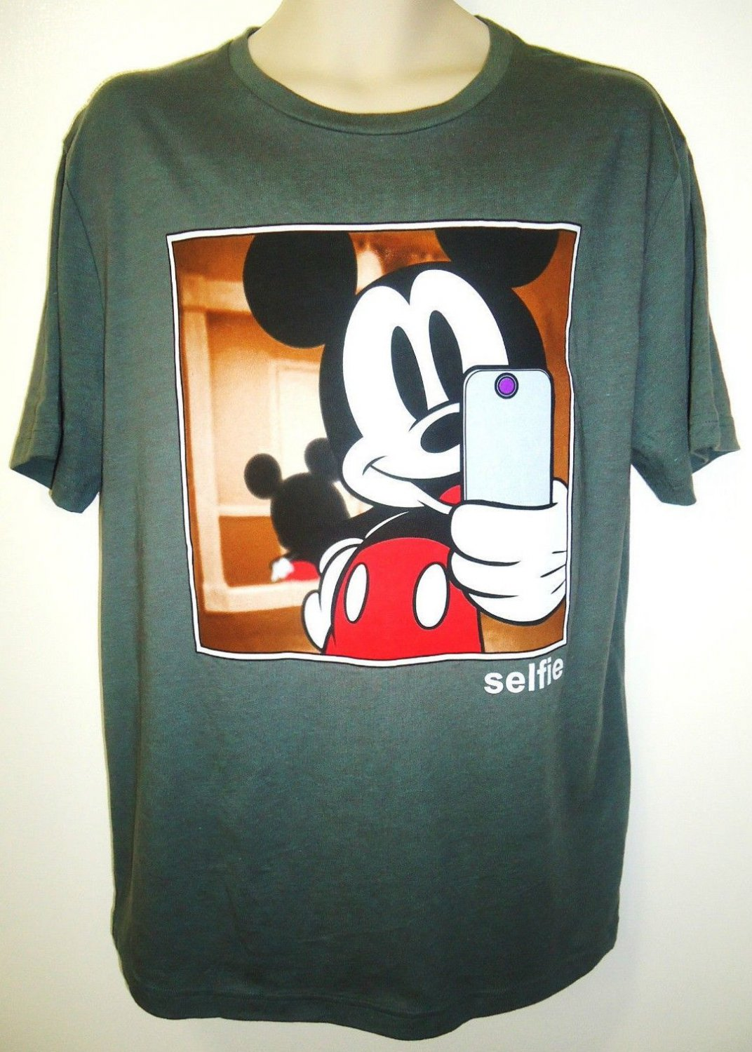 DISNEY - MICKEY MOUSE - CELLPHONE - SELFIE - PHOTO - TEE - LARGE - NEW - T-SHIRT