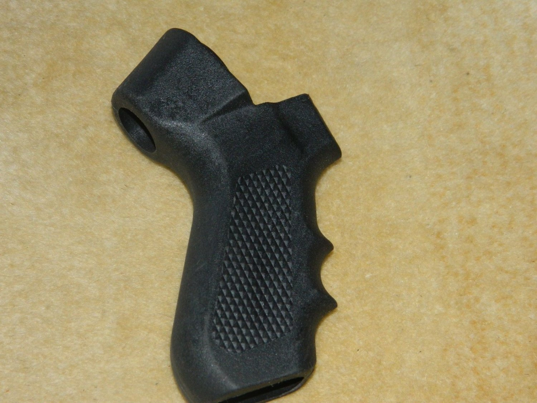 Mossberg 500 590 textured pistol grip