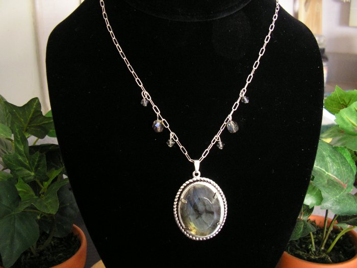 Sterling Silver chain with Labradorite pendant
