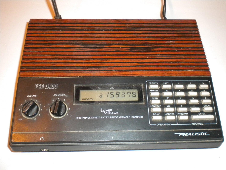 RadioShack PRO-2023 Desktop scanner Analog Police Fire Ham 20 Channel