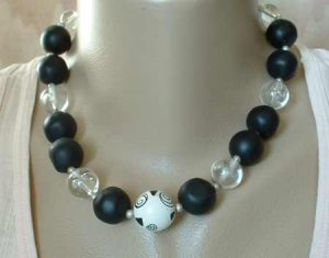 Chunky Black Clear Patterned Irregularly-Shaped Bead Necklace 18-inches long