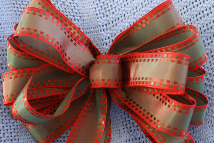 GREEN WITH RED EDGING - CHRISTMAS WREATH, SWAG, GARLAND OR PRESENT BOWS (3 BOWS/PACKAGE)