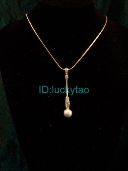 sparking shining noblest unique golden pearl necklace
