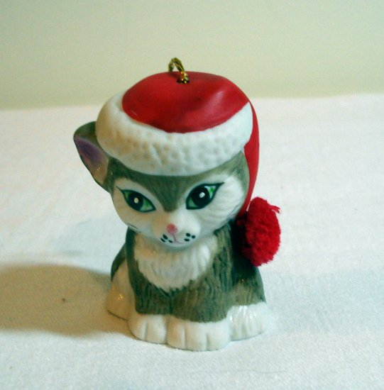 Kitty plays Santa bell bisque ware chenille pom pom vintage cm1040