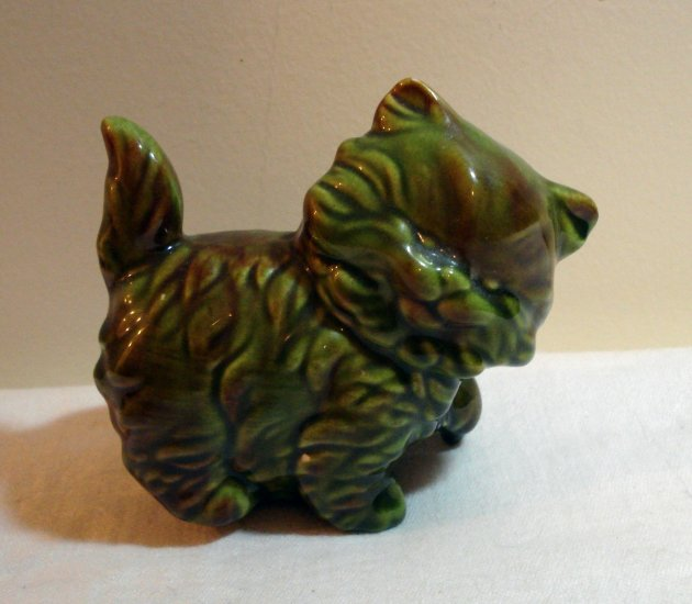 Long hair fat kitten ceramic figurine olive green vintage cm1083