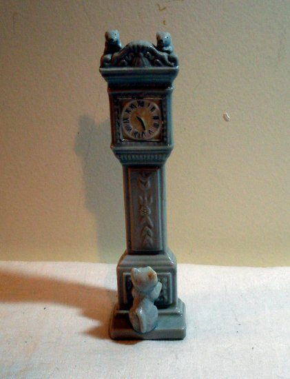 Cat waiting for clock to strike and mice to run down figurine ceramic vintage cm 1084