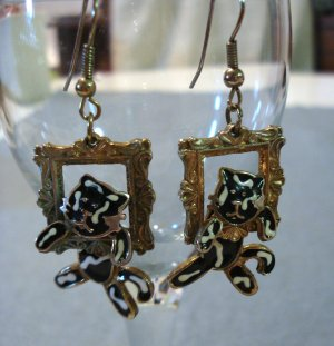 Jointed cat pierced earrings climbing out windows enameled vintage jewelry cm1109