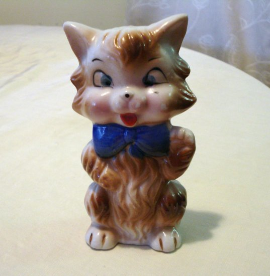 Giddy flat standing cat with blue bow made in Japan old vintage animal collectibles cm1235