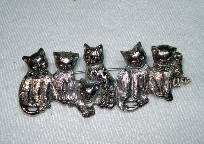 6 Silver and marcasite cats on bar pin brooch vintage cm1266