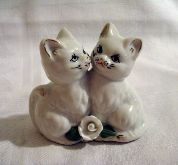 2 Loving kittens cats porcelain figurine white rose gold edging vintage cm1273