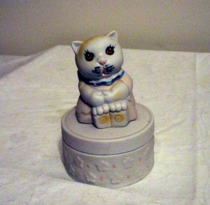Bisque mom cat sitting on lidded trinket box vintage hand painted cm1292