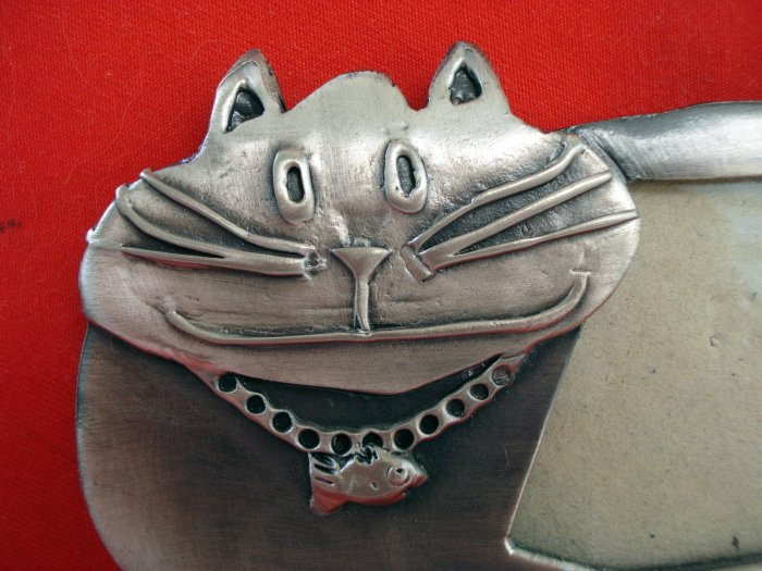 Polished steel Cheshire cat picture frame with fish necklace vintage cm1329