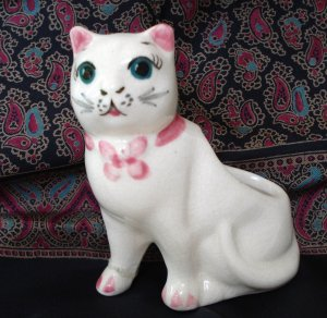 Small old ceramic cat planter pink trim sweet face vintage cm1333