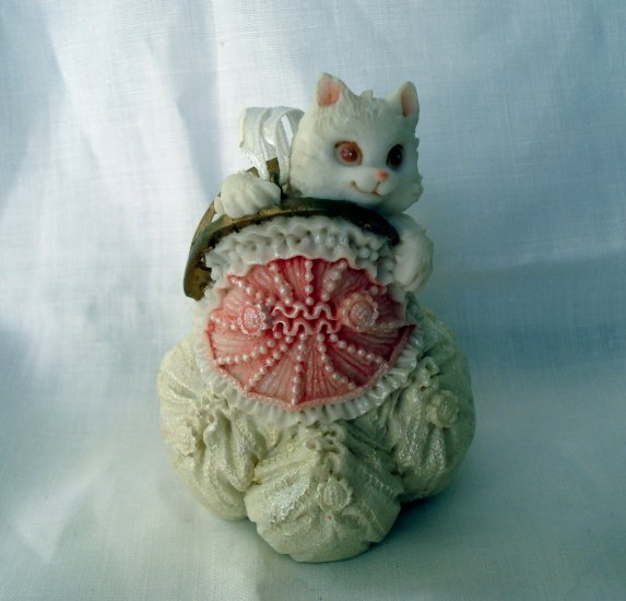 White cat in evening bag composite figurine or ornament small vintage cm1339