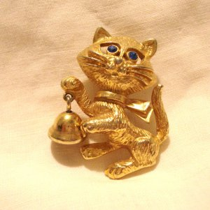 Avon Calling cat pin with bell gold tone blue eyes vintage cm1430