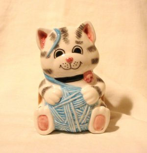 Tabby cat kitten with yarn planter or catch-all Treasure Craft perfect cm1438