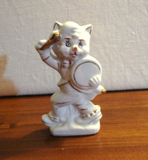 Chinese porceolain cat kitten beating drum gold embellishment vintage cm1461