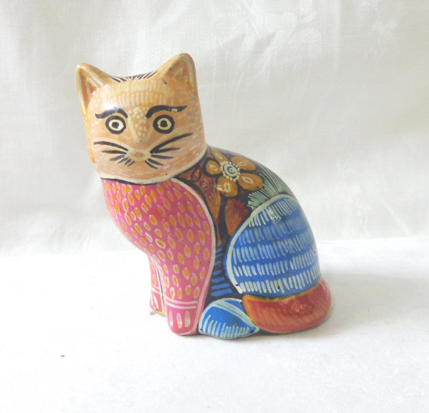 Primitive hand painted ceramic cat figurine bright colors patterns vintage vintage cm1485