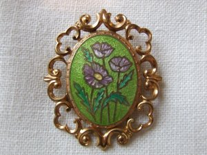 Brooch Antique Gold with green gilt overlay