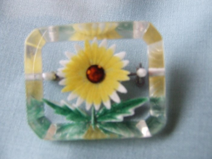 Pin Lucite Reverse Carved and Painted Yellow and White Daisy