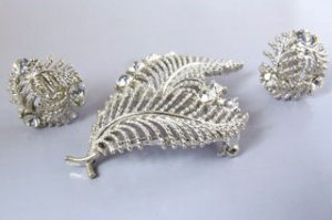 Vintage Lisner Brooch & Earrings