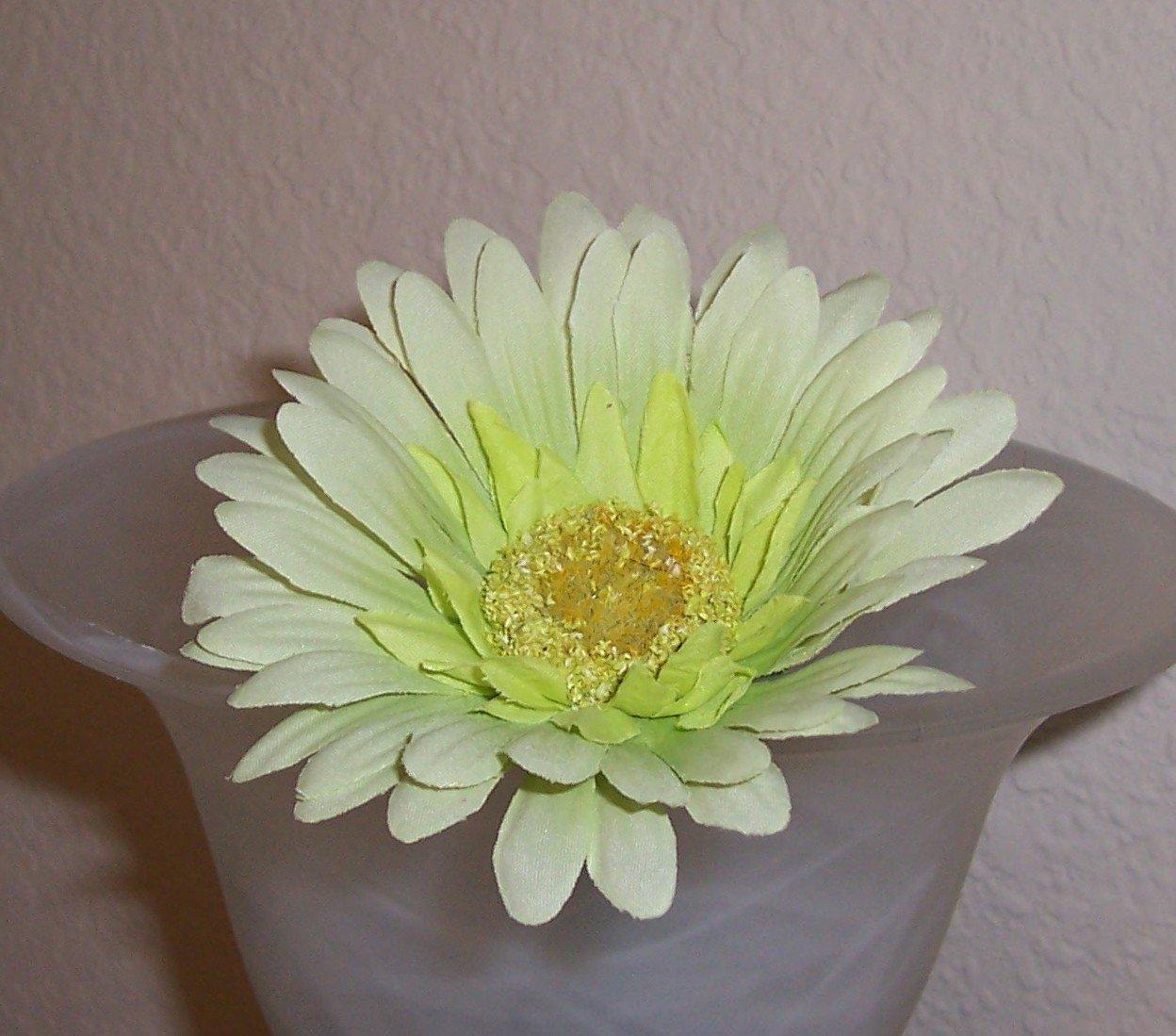 Pale Green Bloomin' Pens - Gerbera Daisy flower pens
