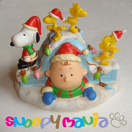 Snoopy ornament: Charlie coming out from an igloo