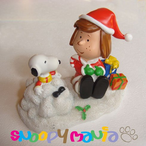 Snoopy ornament: Peppermint w/ candy cane and presents