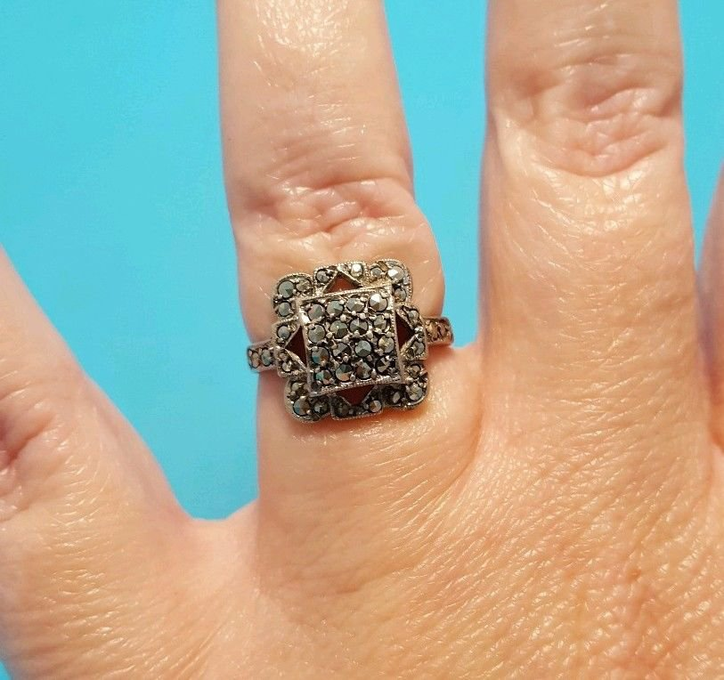 Vintage Marcasite Sterling Silver 9K Yellow Gold Shank Ring Size 6 Square Shaped