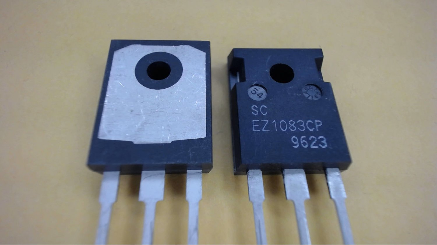 SCA EZ1083CP TO-220 Transistor New Lot Quantity-2