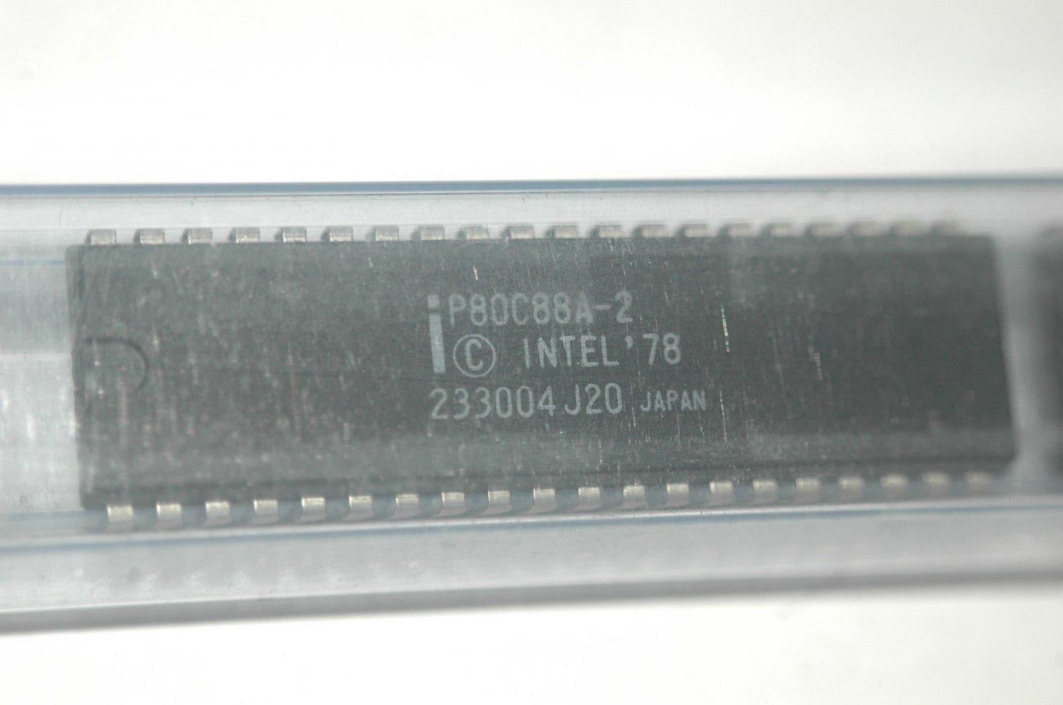 INTEL P80C88A-2 16-Bit Microprocessor - Bus-hold Circuitry 40-Pin Dip Qty-1