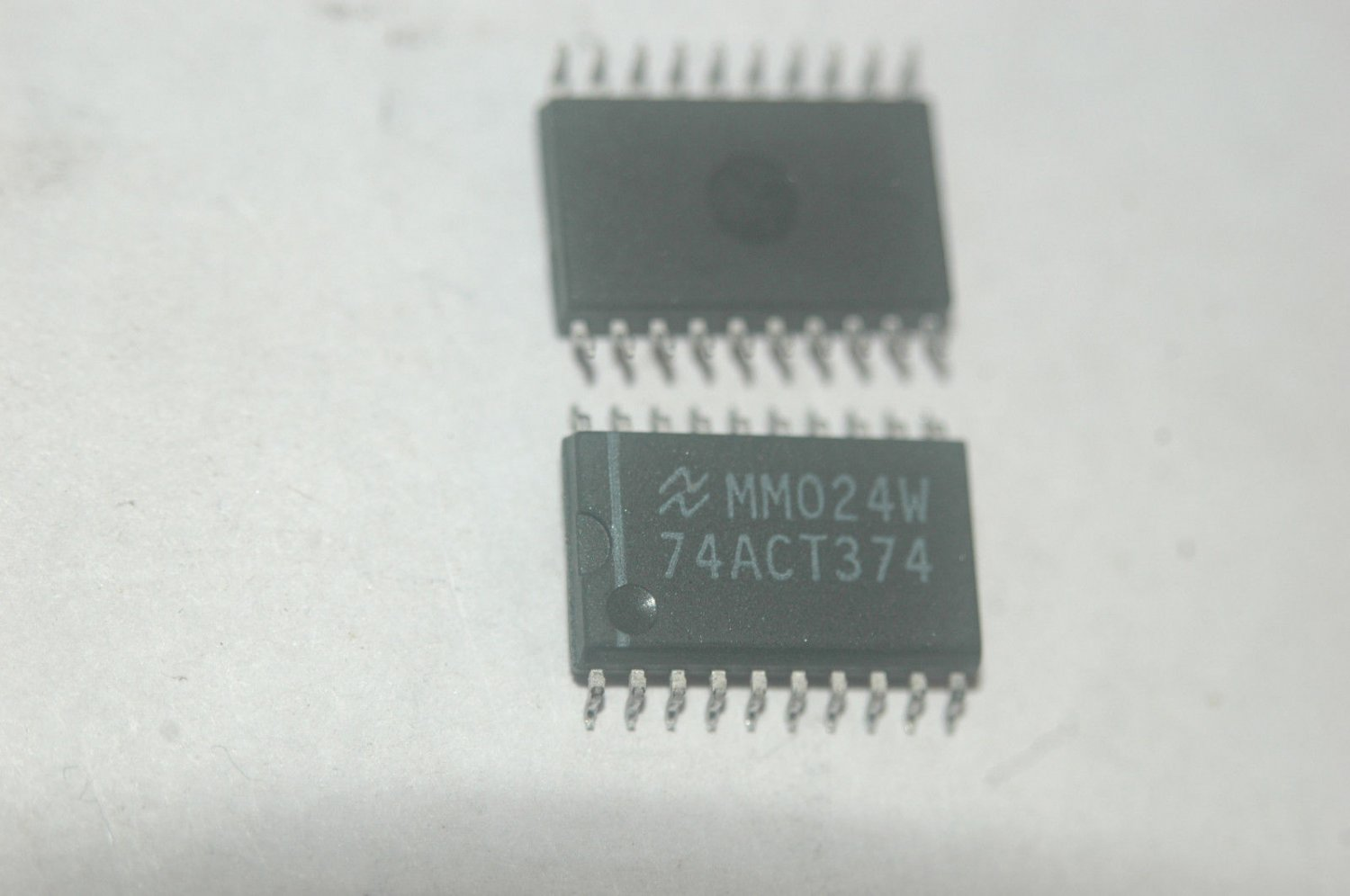 NATIONAL 74ACT374D D-Type Trigger 20-Pin Wide Body SMD Quantity-20
