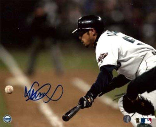 Ichiro Suzuki Seattle Mariners Autographed Signed 8x10 Photo ICHIRO COA