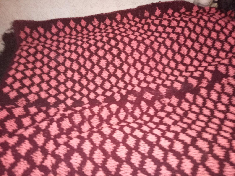 Rug Handwoven 100% Wool Dark red and rose figures