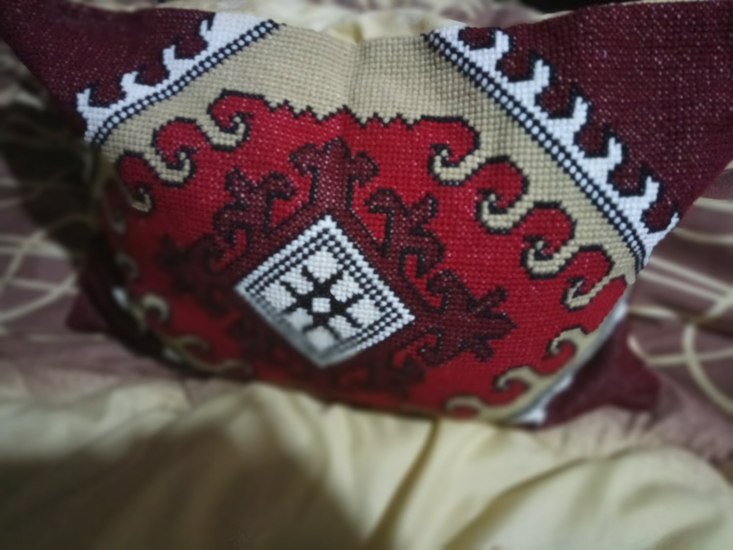 Hand-embroidered pillows Red Blooming Antique