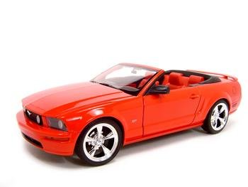 2005 FORD MUSTANG GT RED CONV. 1:18 DIECAST MODEL