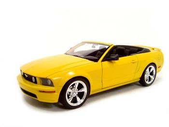 2005 FORD MUSTANG GT YELLOW 1:18 DIECAST MODEL
