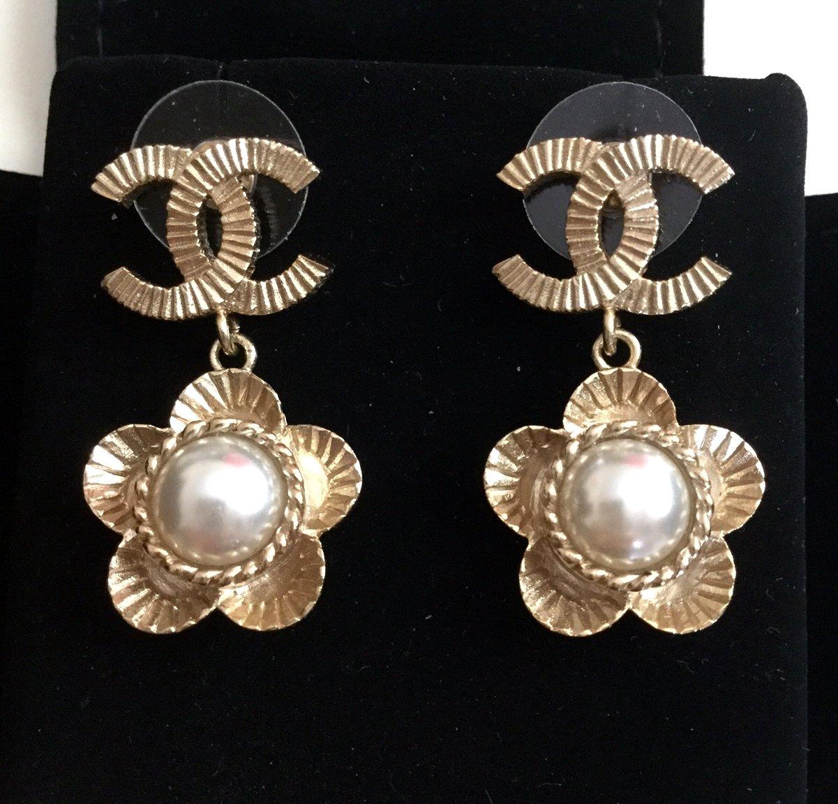 CHANEL Gold CC Stud Pearl Camellia Drop Dangle Earrings Vintage Authentic NIB
