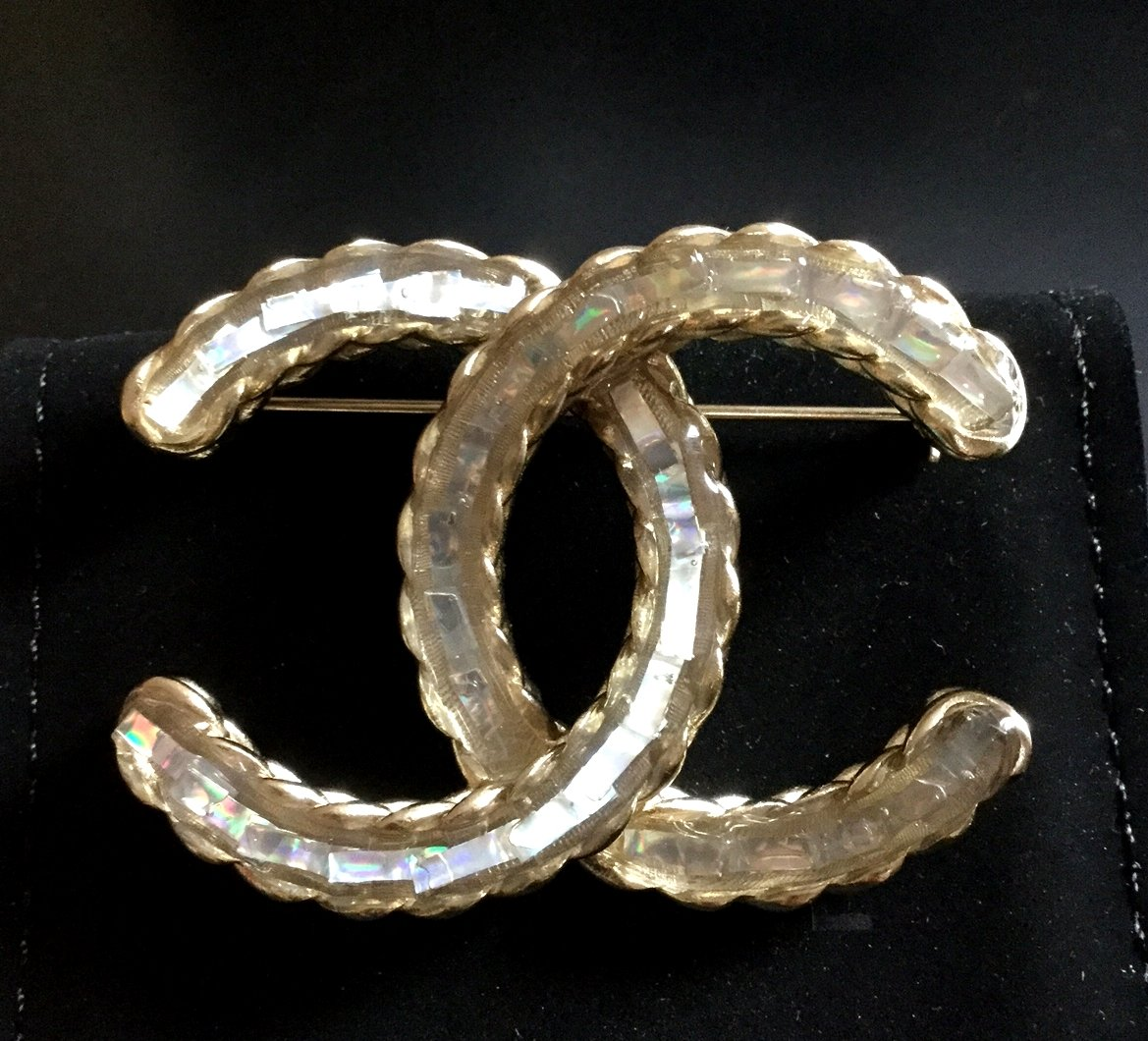 CHANEL CC White Lucite Glass Blue Crystal Woven Gold Metal Brooch Big Size NIB
