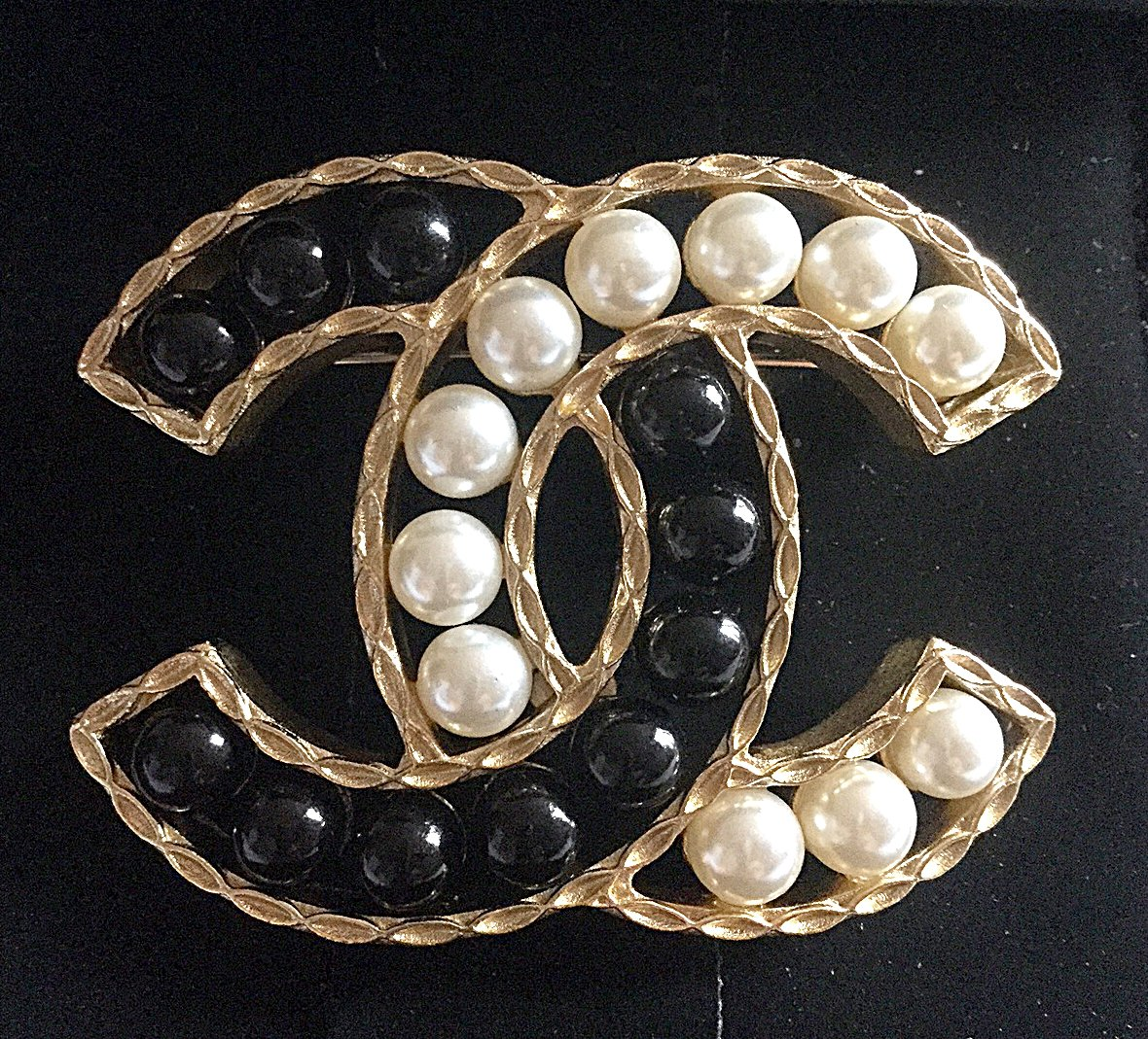 CHANEL PEARL Black & Cream Resin Bead Fashion Brooch Pin GOLD CC Authentic NIB