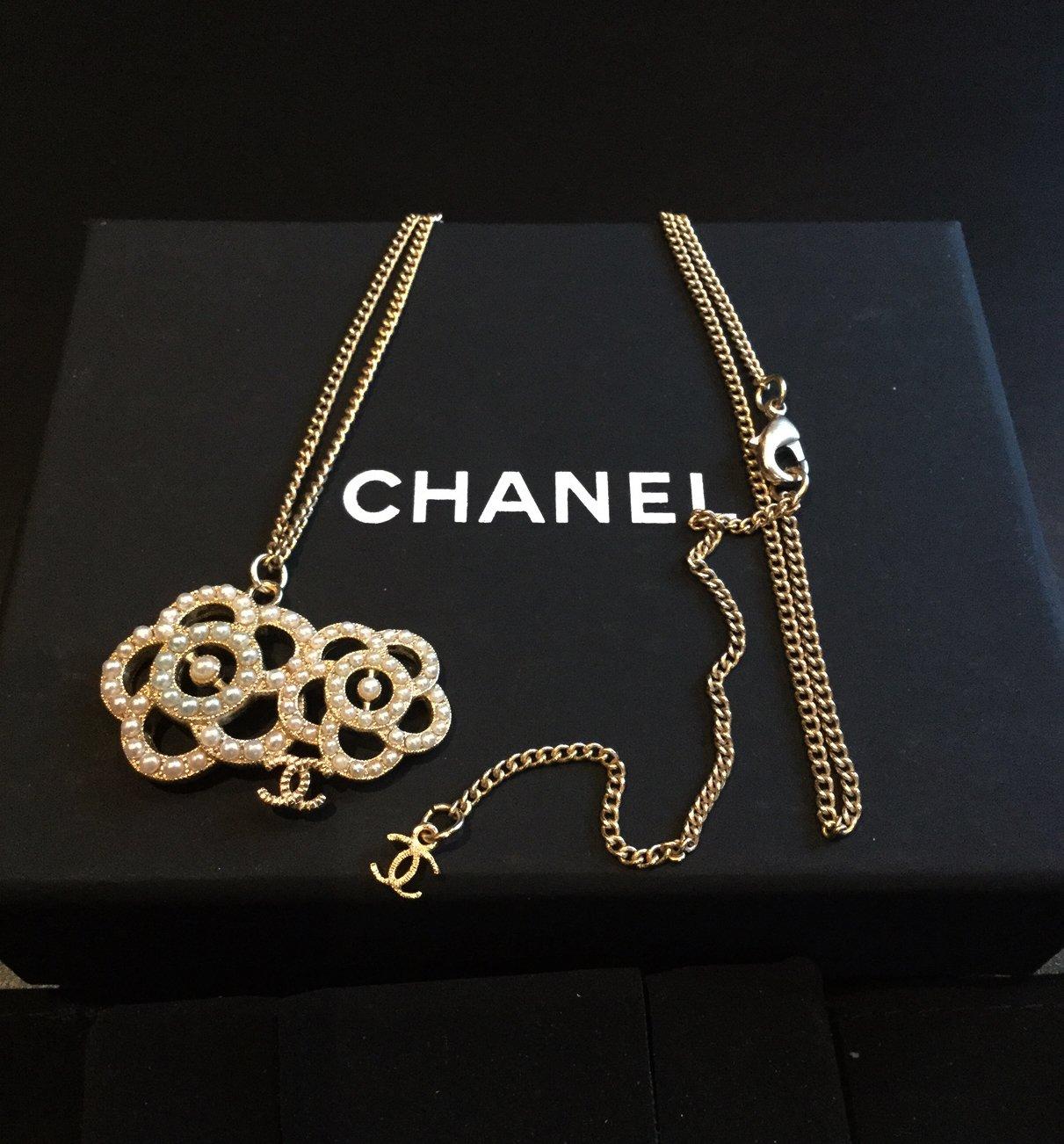CHANEL Camellia Duo Pearl White Green CC Pendant Necklace GOLD Chain NIB
