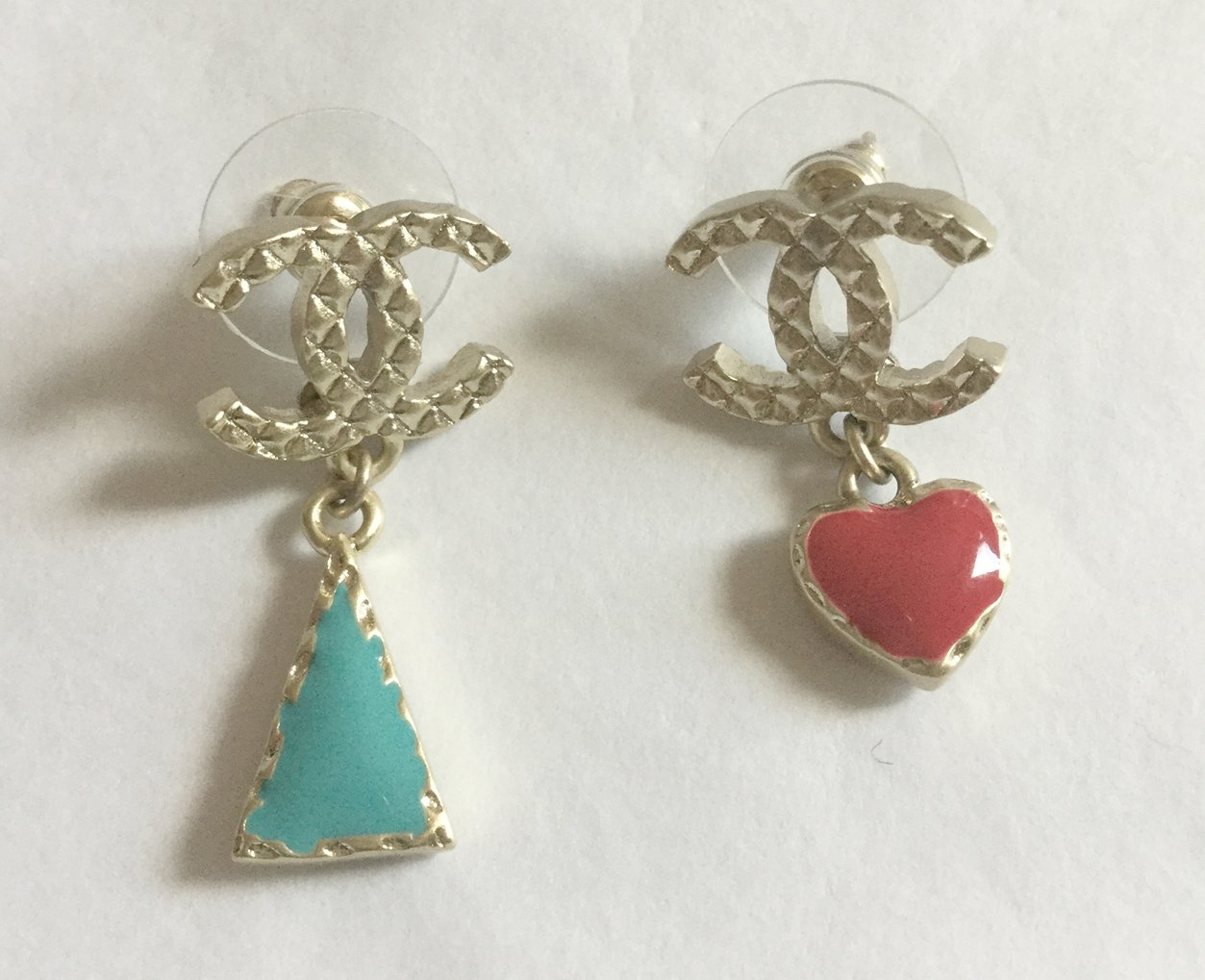 CHANEL Gold Pattern CC Stud Blue/Red enamel Metal Small Dangle Drop Earrings