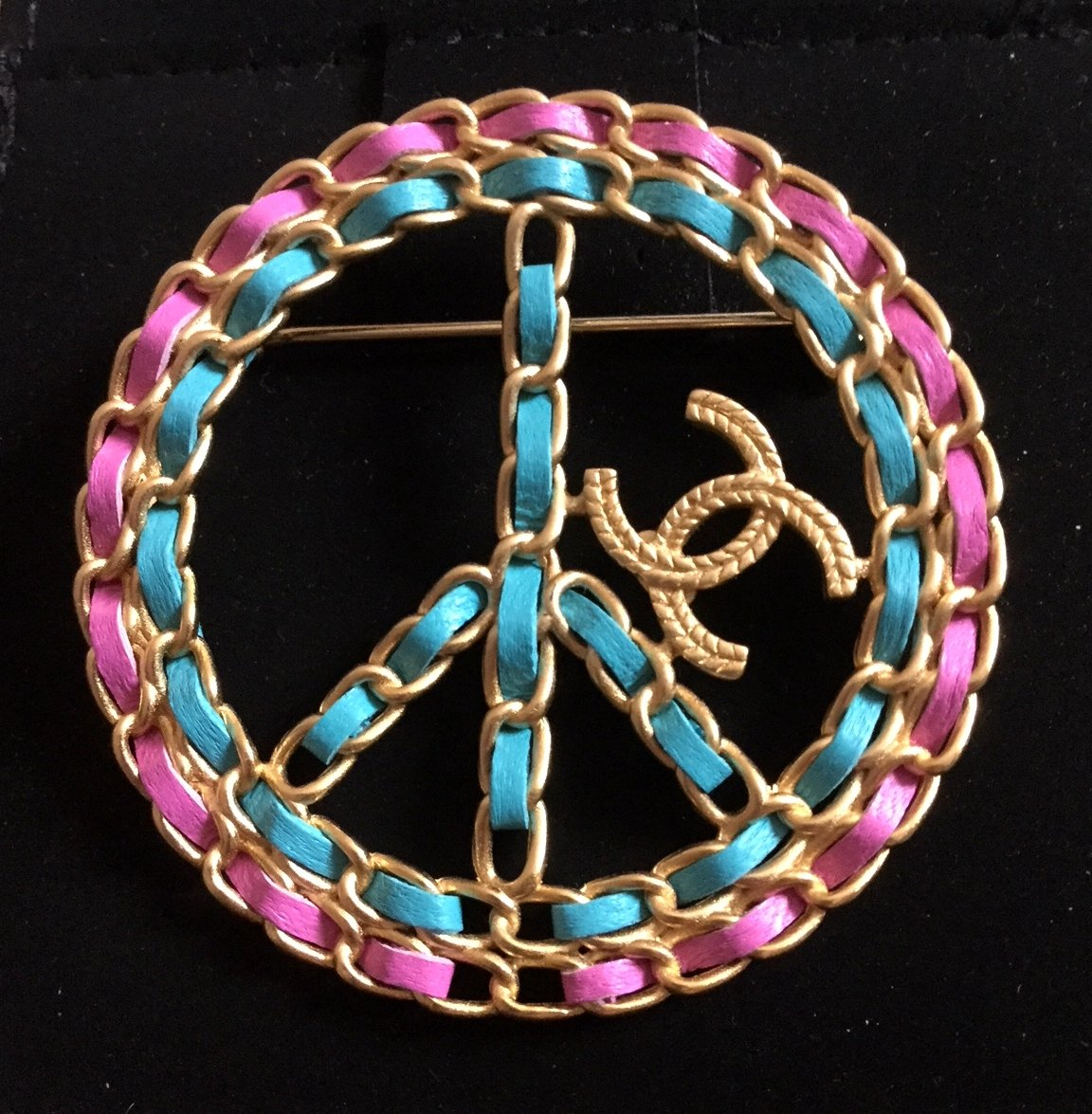 CHANEL CC Leather Intertwined Gold Metal Brooch Peace Sign 2018 NIB