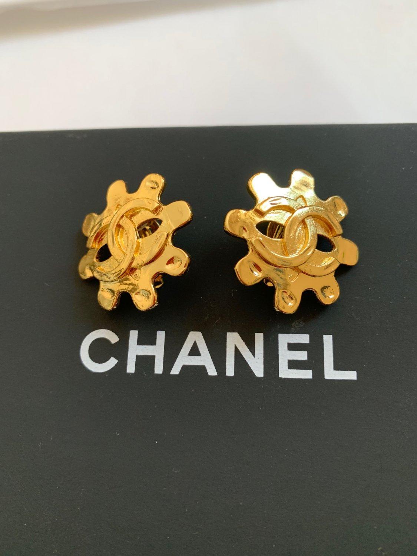 CHANEL CC Clip Earrings Wheel-Shaped Shine Gold Metal Vintage 95P