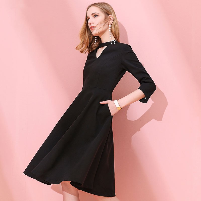 Size L Black women's waist thin dress hollow V-neck black long dress